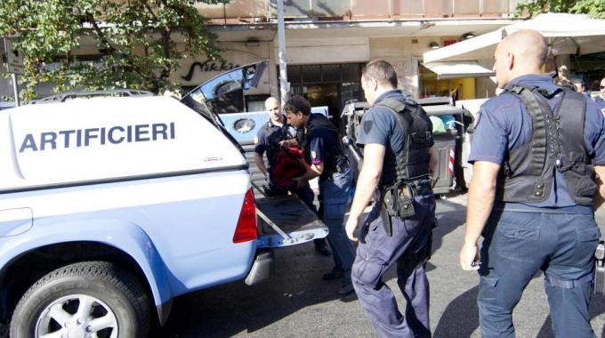 Roma sospetto pacco bomba sui binari della linea a di - Allarme bomba porta di roma ...