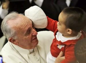 Papa Francesco incontra i bambini del Dispensario S. Marta