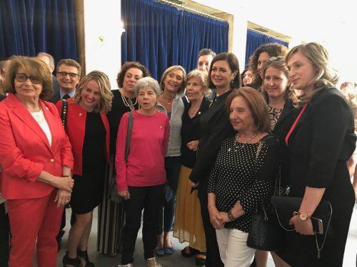 Telefono rosa premia laura boldrini per il suo impegno a for Telefono camera dei deputati