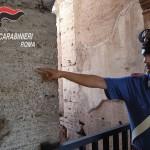 PIAZZA DANTE - Il nickname inciso su una colonna del Colosseo (1)