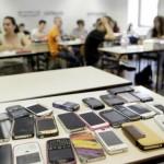 smartphone-tablet-in-classe
