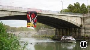 Gli striscioni affissi da Blocco studentesco