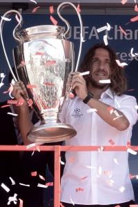 Carles Puyol con la coppa (Foto Omniroma)