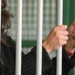 madre-e-detenuta-le-mamme-in-carcere-300x230
