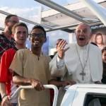 papa-francesco-e-giovani (1)