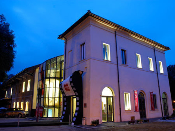 Alla casa della memoria arriva la mostra sul 39 68 roma for Mostra della casa moderna udine